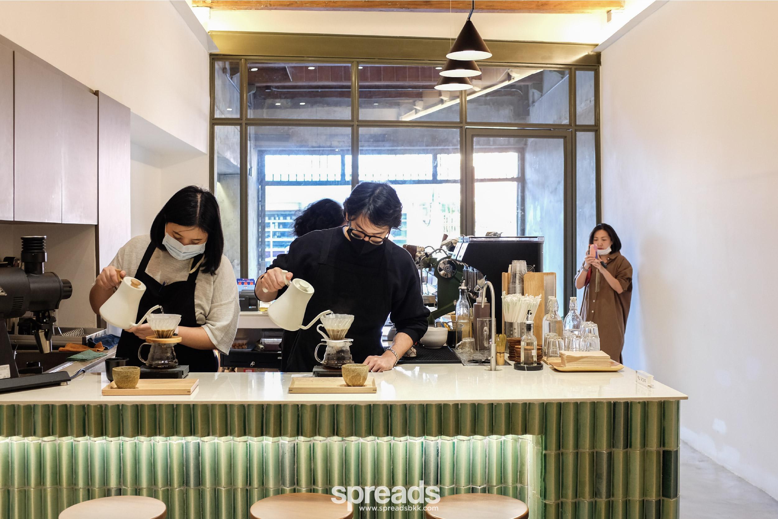 la cabra thailand barista brewing coffee